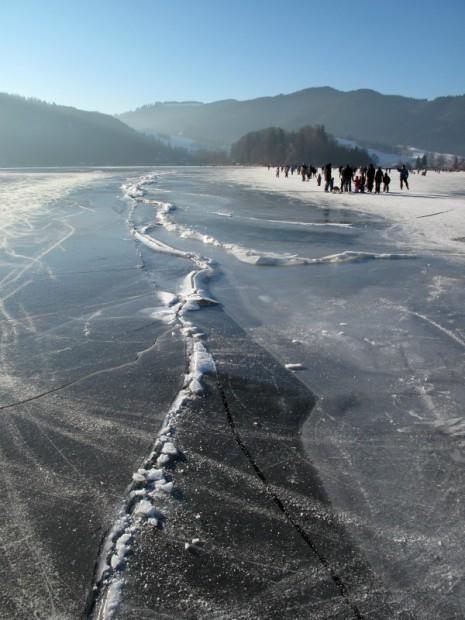 eislaufen-auf-den-zugefrorenen-schliersee